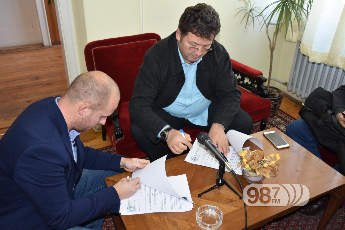KC Apatin, potpisivanje ugovora sa pozoristem iz Sombora, decembra 2016 (2)