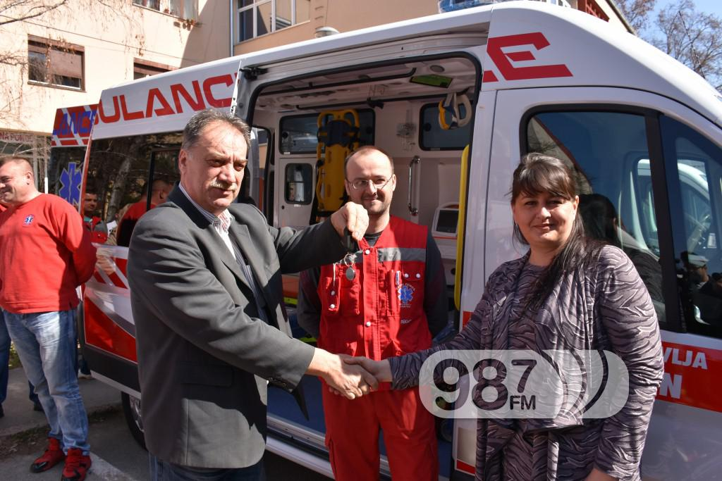 Novo sanitetsko vozilo, Milan Skrbic, Branka Baic, dom zdravlja (18)