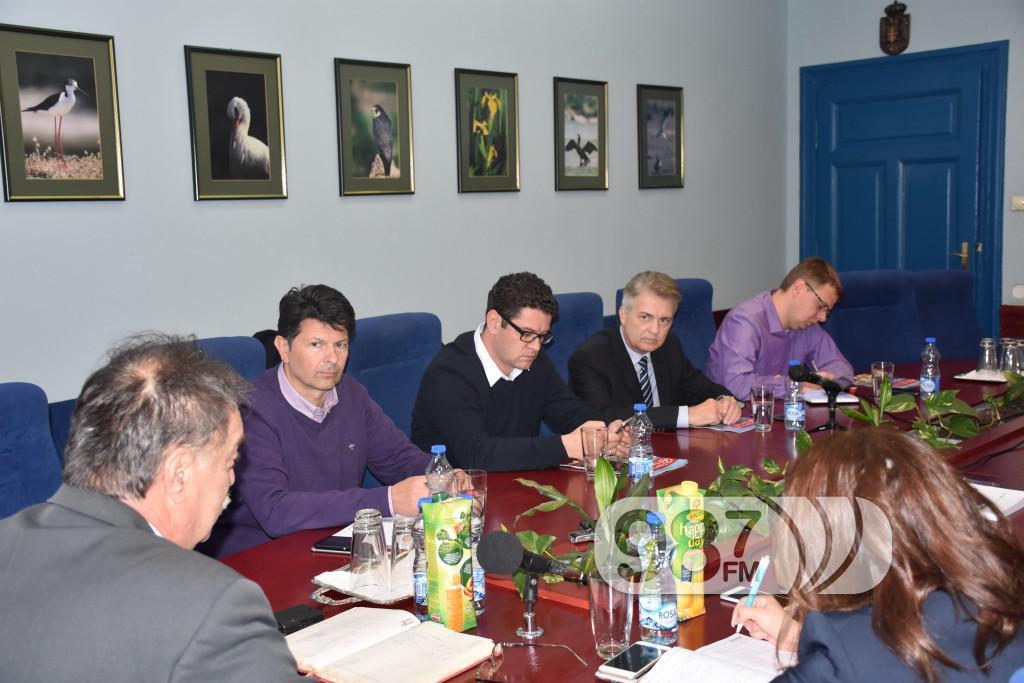 Sastanak, plava sala, lucko podrucje, luka apatin, slobodna zonta, predstavnici (1)